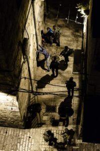 Jugendliche werden vom israelischen Militär durchsucht, Photo: Ana C.